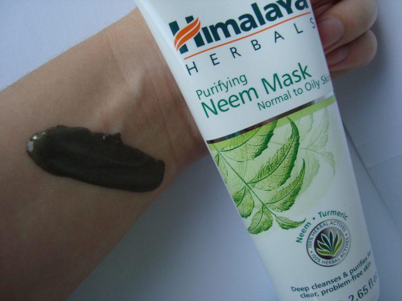 Консистенция на маска за почистване на лице с екстракт от нийм Himalaya