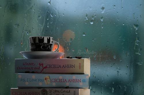 Книги и топла напитка