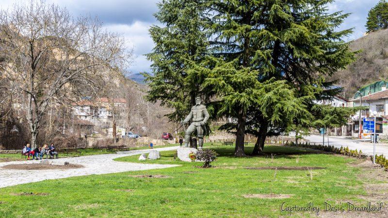 Статуя на Яне Сандански в Мелник