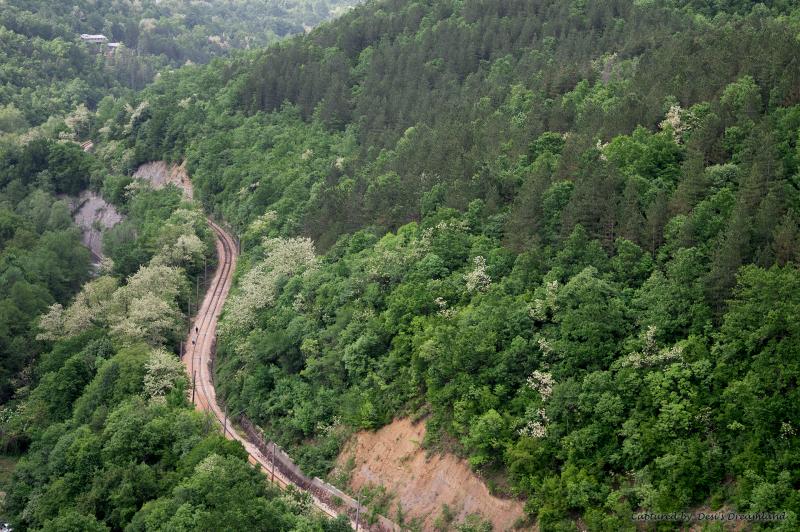 Изглед от екопътеката към жп линията