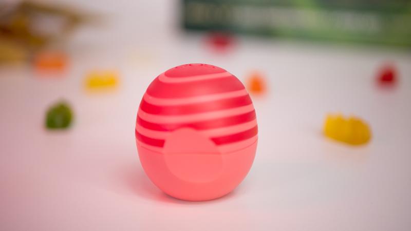 Опаковка на балсама за устни EOS с розов грейпфрут