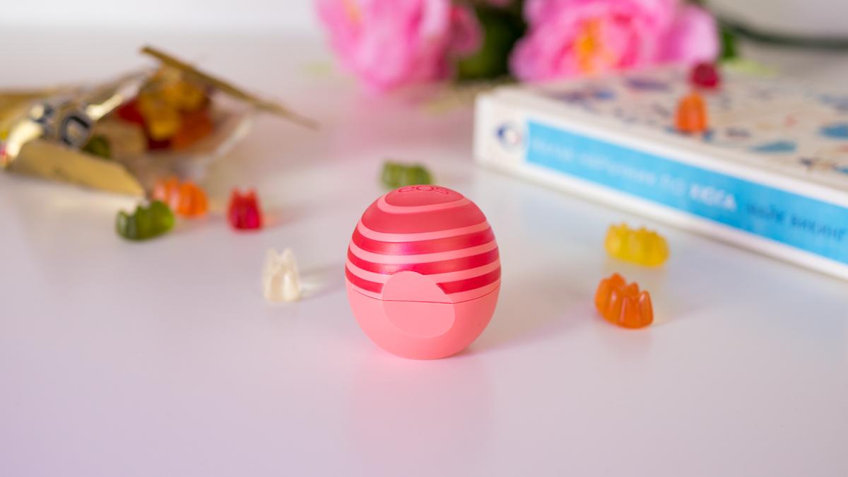 Балсам за устни EOS с розов грейпфрут