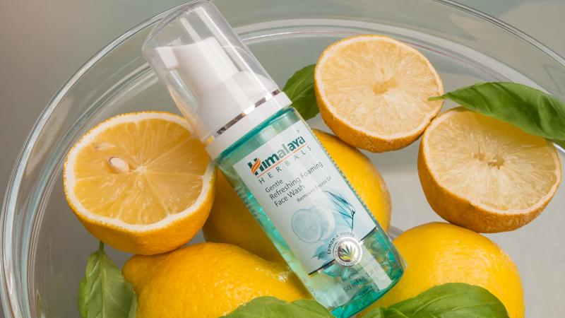 Himalaya Herbals Почистваща пяна за лице с лимон и мед